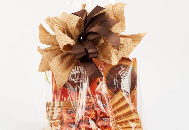 Kosz prezentowy ze słodyczami Wawel Kasztanki