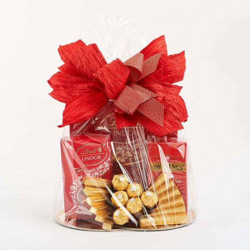 Kosz prezentowy ze słodyczami oraz herbatą TWININGS