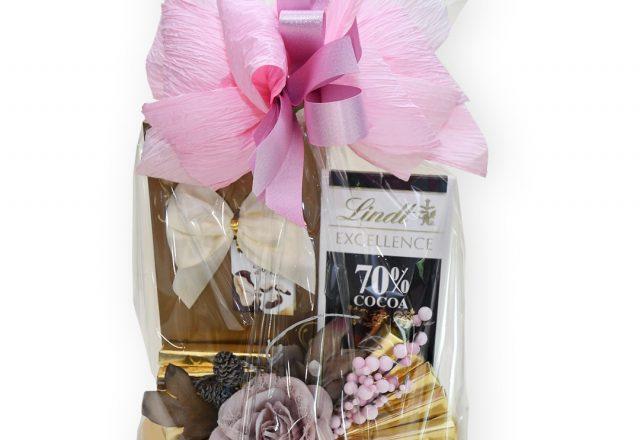 Kosz ozdobny ze słodyczami Frutti di Mare oraz Lindt Excellent